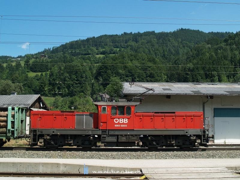 Az ÖBB 1063 020-0 oldalnézete fotó