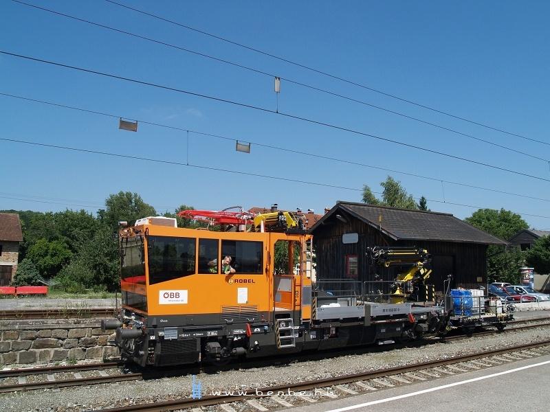 Felsővezetékszerelő jármű Kematen an der Krems állomás raktára előtt fotó