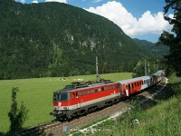 The 1142 625-1 is speeding between the closed St. Pankraz stop and Hinterstoder station