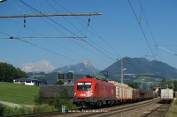 The 1016 006-7 is pulling up a freight train to Windischgarsten