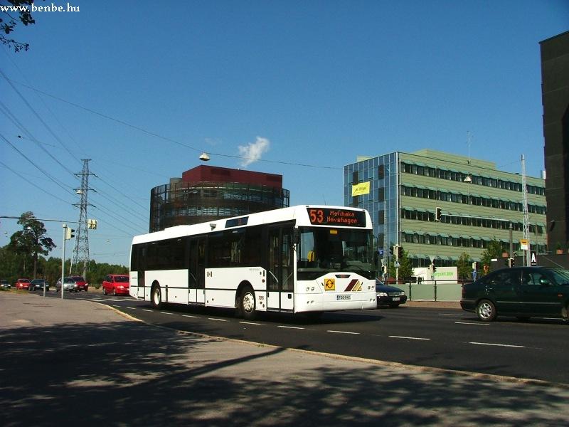 E94 típusú autóbusz Helsinki Munkkiniemi negyedében fotó