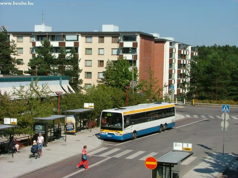 Ikarus E94 ráhordó járatával Myyrmäki vasútállomáshoz érkezett a Vantaankoski vonalon fotó