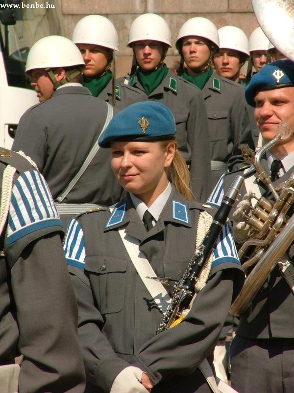 Katonalány fotó