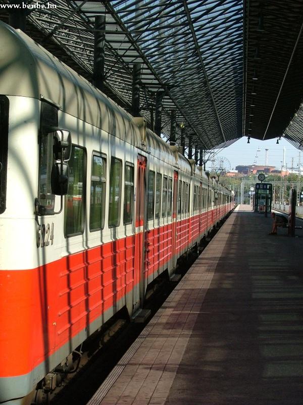 A 6224 számú felújított Sm1 motorvonat Helsinkiben fotó