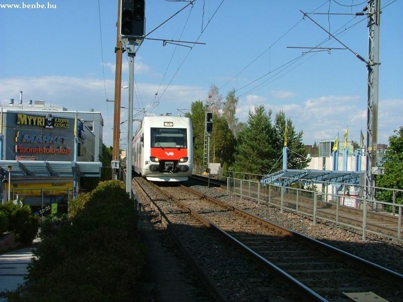 Sm4 típusú motrovonat érkezik Pohjois-Haaga megállóba fotó