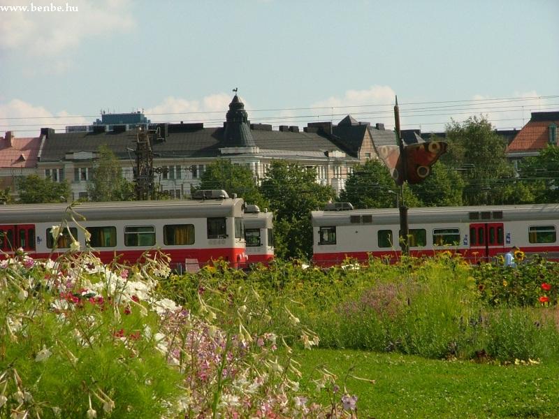 Sm1 vonatok pihennek Helsinki fõpályaudvarának tárolóvágányain fotó