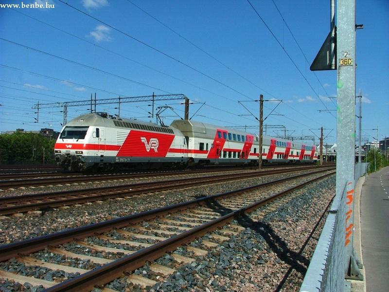 Sr2-es vontatta IC2 vonat érkezik Helsinkibe fotó