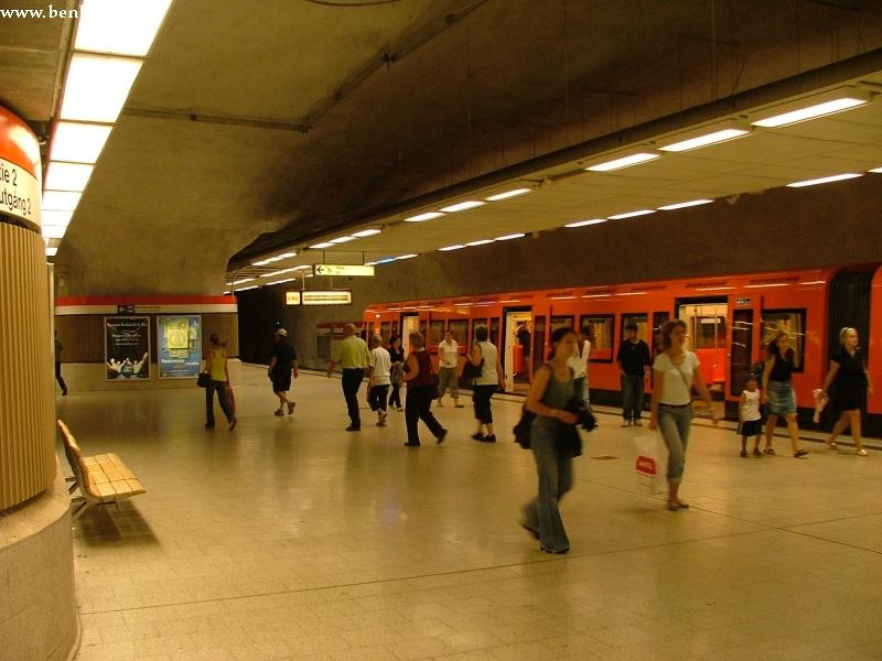 Kamppi metróállomás Helsinkiben fotó