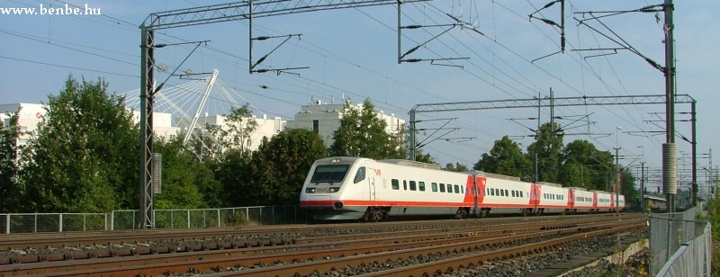 Pár perccel késõbb egy S220 Pendolino is áthalad Tikkurila állomáson fotó