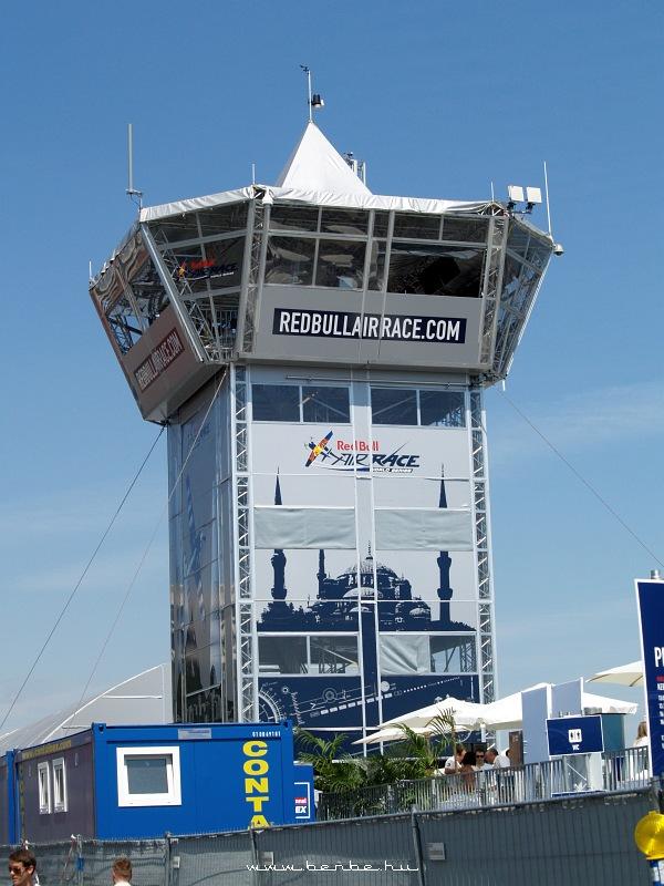 Red Bull Air Race irányítótorony a Batthyány téren fotó