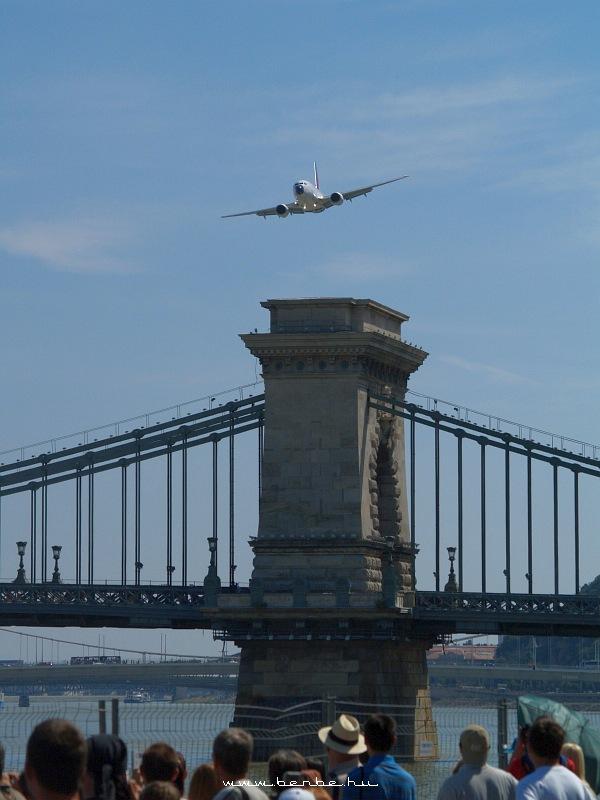 Boeing 737-800 indul Londonba fotó