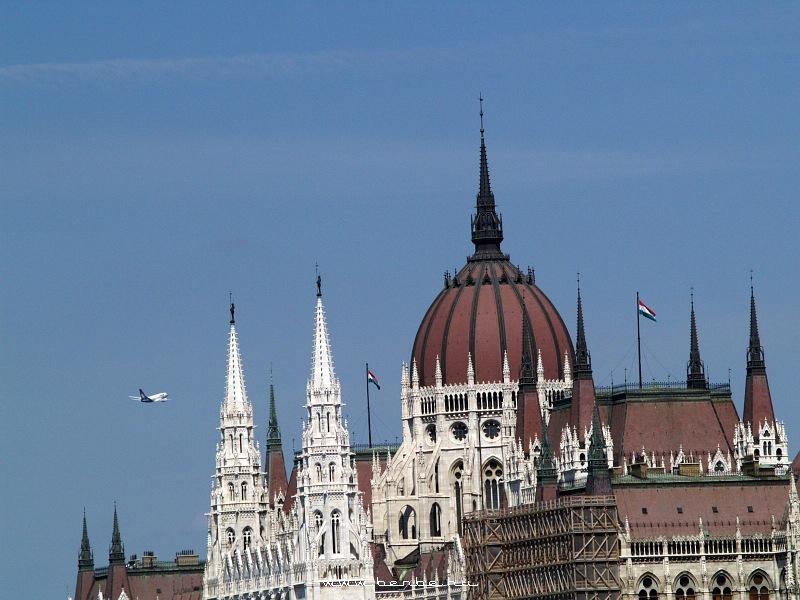 A Boeing is részt vesz az Air Race-en, csak õ a parlament tornyai között készül átrepülni fotó