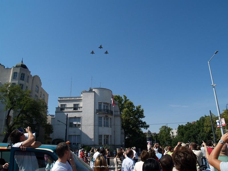 Saab JAS-39 Gripen vadászok köteléke a Hõsök terén fotó