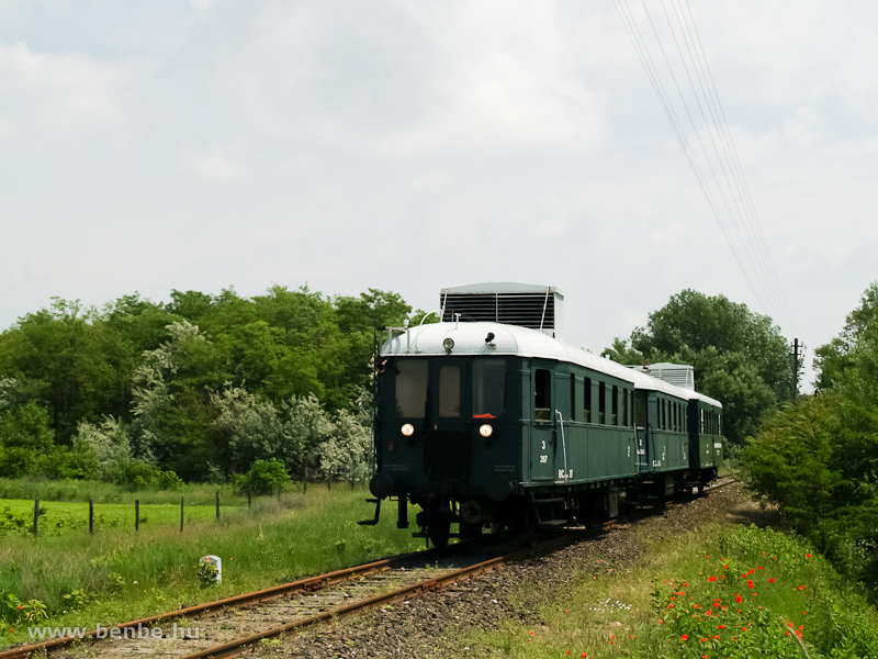 A BCmot 397+ABnymot 502 összeállítású szerelvény fotóvonattal Helvécia és Ballószög között fotó