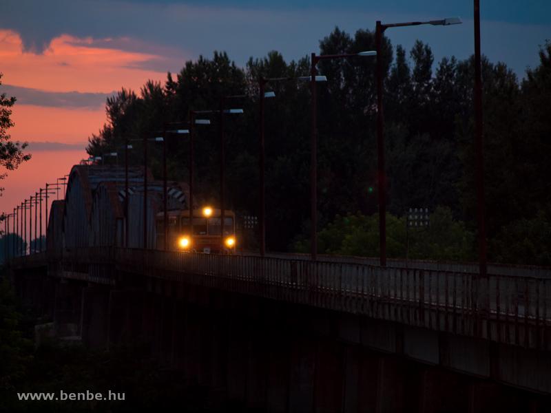 Bzmot 355 a kiskörei Tisza-hídon fotó
