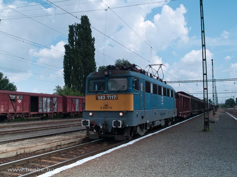 V43 1117 tehervonattal Kiskőr�s�n fot�