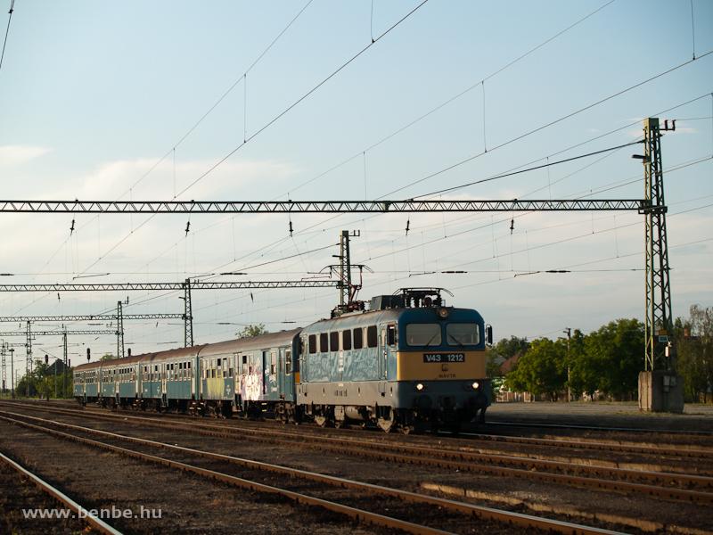 V43 1212 Kunszentmiklós-Tass állomáson fotó