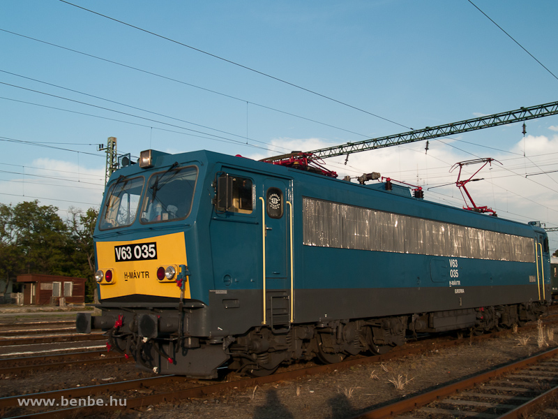 V63 035 Kunszentmiklós-Tass állomáson fotó