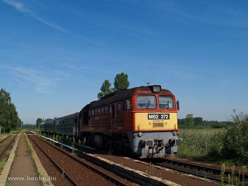 M62 272 Mezőtárkány állomáson fotó