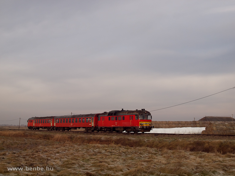 MDmot 3003 Hortobágyi Halastó és Hortobágy állomás között a Kun György-telepnél fotó