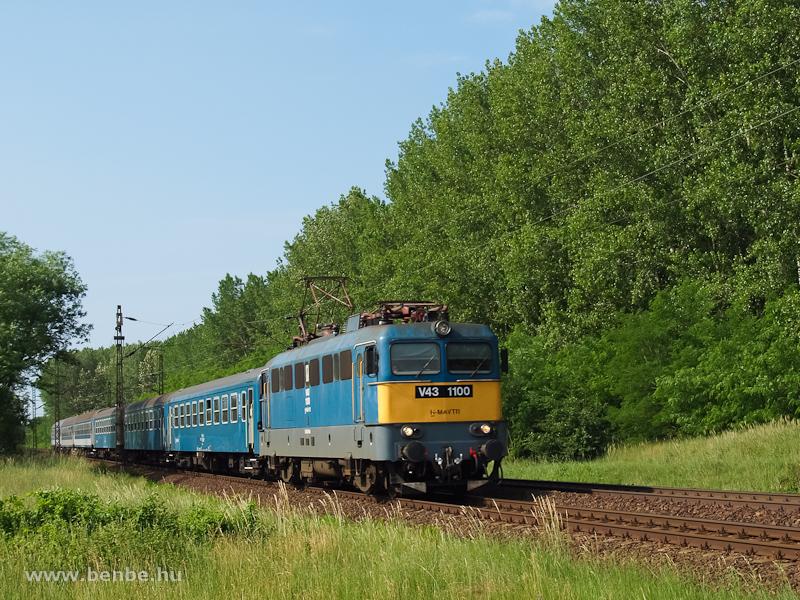 V43 1100 Debrecen-Csapókert és Apafa között fotó