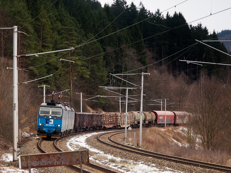 The ČD 363 507-5 seen between Lidečko and Lužná u Vsetína photo