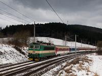 The ČD 162 035-0 seen between Strelenka and Lysa pod Makytou
