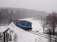 A ČD 750 715-5 Ostružná és Branná között a meglepő áprilisi, hirtelen jött hóviharban