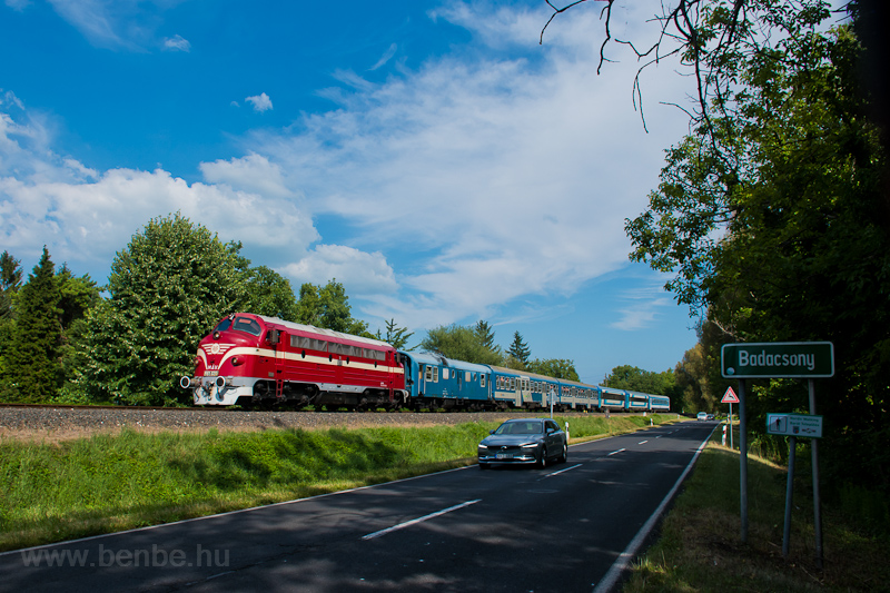 A MÁV Nosztalgia kft. M61 020 Badacsony és Badacsonylábdihegy között egy VFK fűtőkocsival fotó