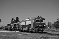 A MÁV-START M41 2103 Aszófő állomáson, valamikor az Észak-Balatoni vonal hetvenes évekbeli átépítése idején