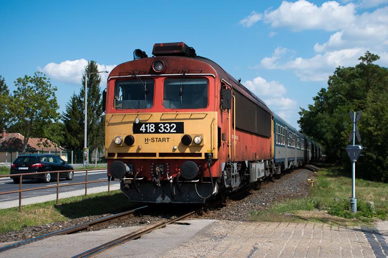 A MÁV-START 418 332 Csittényhegy és Balatonkenese között fotó