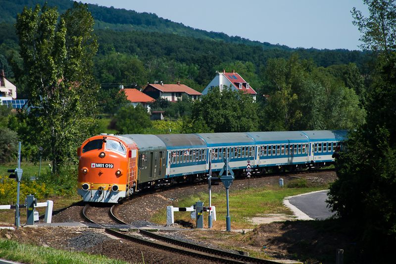 The MÁV M61 019 Nohab seen between Szepezdfürdő and Révfülöp photo
