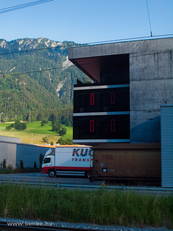 A Kuoni Transporte rakodója Felsbergnél fotó