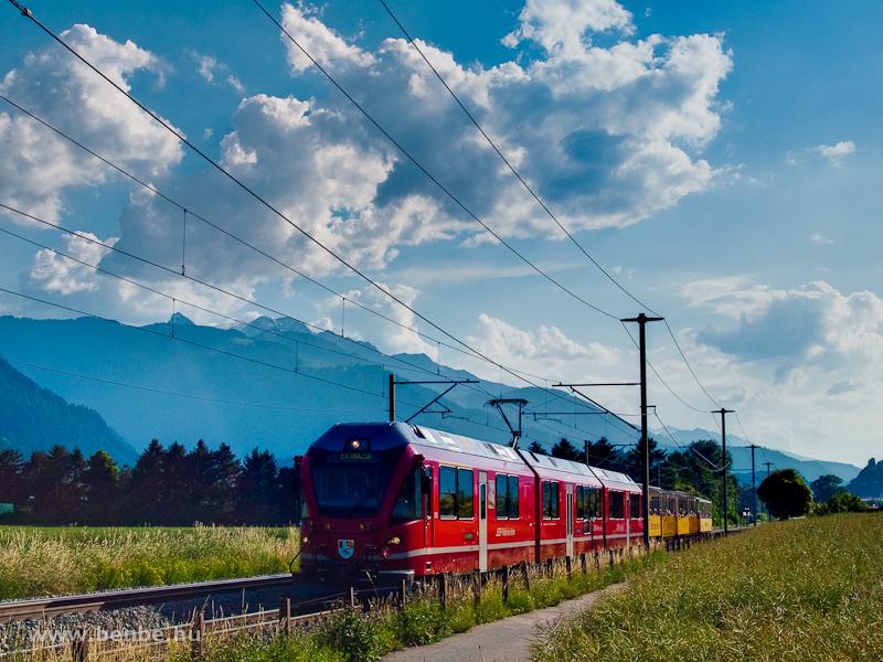 Az RhB ABe 8/12 3515  Alois Carigiet  Disentis-Chur railriderrel Domat/Ems és Felsberg között fotó