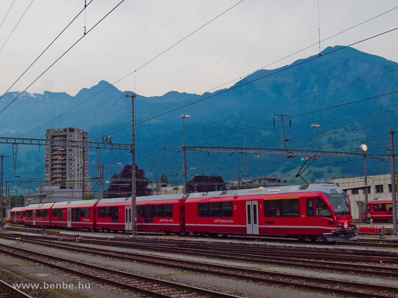 Az RhB új, ABe 4/16 3101 pályaszámú S-Bahn motorvonata tesztelés alatt Landquartban fotó
