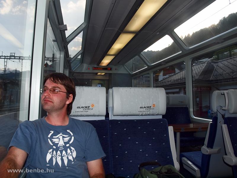 Karcsi a Glacier-Express panorámakocsijában fotó