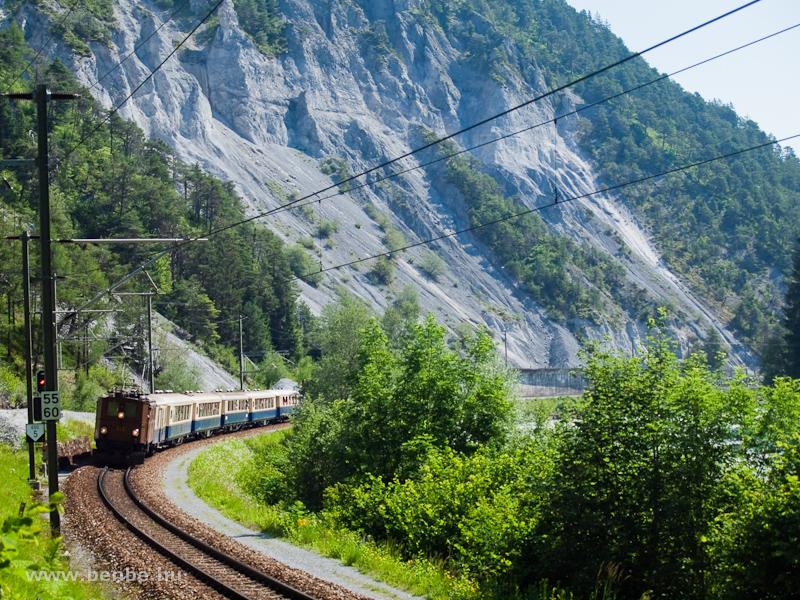 A Ge 4/6 353 az Alpine Classic Pullman Express-szel Trin és Versam-Safien között fotó