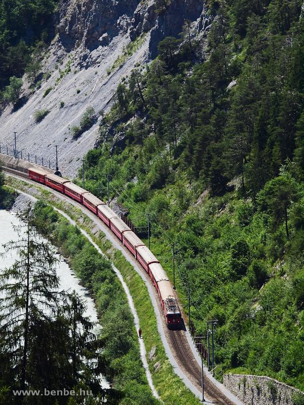 A Ge 4/4 II  625-ös a Dabi-alagútnál Trin és Reichenau-Tamins között fotó