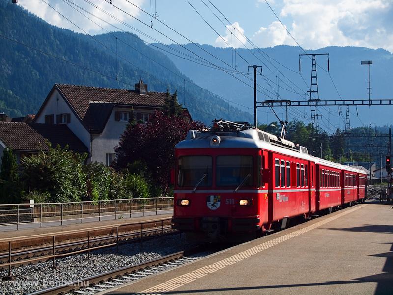 Az RhB Be 4/4 511 motorvonat Domat/Ems állomáson fotó