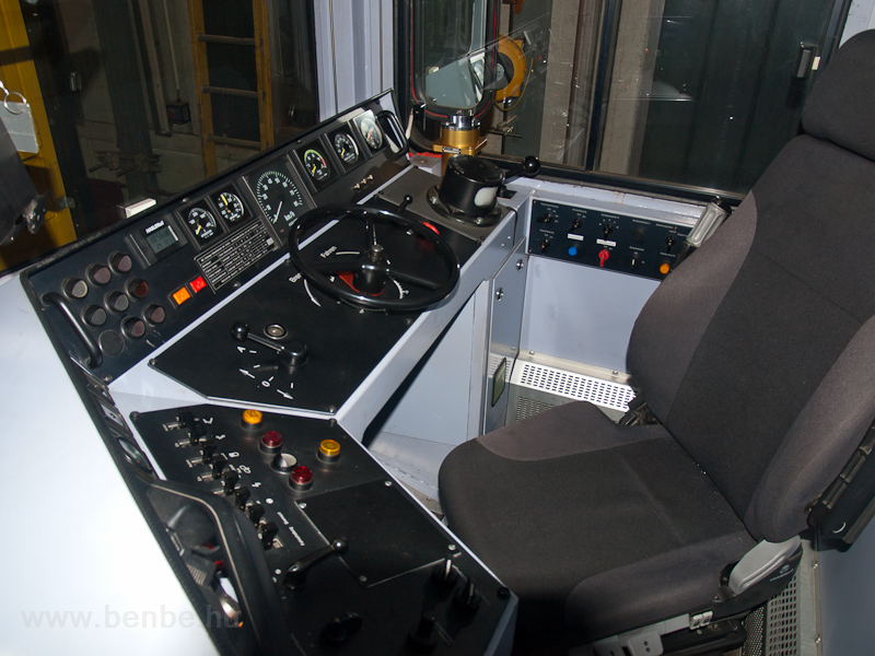 The cab of the Gem 4/4 802 photo