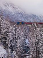 The Rhätische Bahn Ge 4/4<sup>III</sup> 653 seen between Muot and Preda on the Albula-III viadukt
