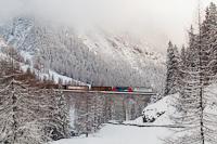 A Rhätische Bahn Ge 4/4 II  616 és 617 Preda és Muot között tehervonattal az Albula-III viadukton