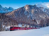 A Rh�tische Bahn Ge 4/4<sup>III</sup> 644 Muot �s Preda k�z�tt az Alp Naz k�zel�ben