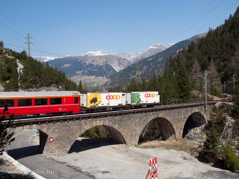 REX az Albula-I viadukton Muot és Preda között fotó