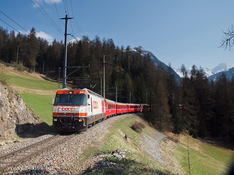A Ge 4/4 III  641  Coop  egy Chur - St. Moritz RegioExpresszel Bergün/Bravuogn és Preda között fotó