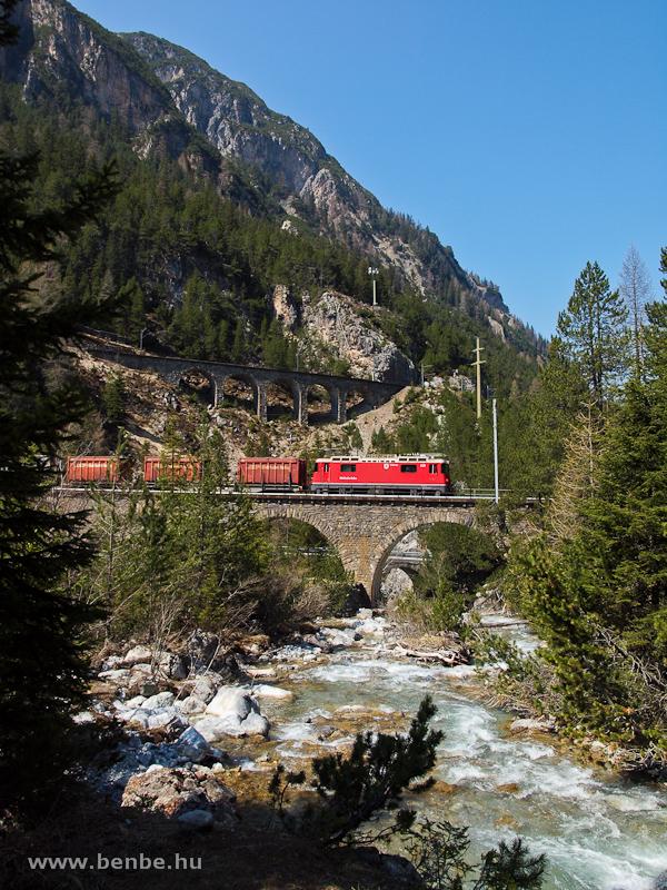 A Ge 4/4 II  631 tehervonattal az Albula-I viadukton fotó