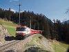 A Ge 4/4<sup>III</sup> 641 <q>Coop</q> egy Chur - St. Moritz RegioExpresszel Berg�n/Bravuogn �s Preda k�z�tt