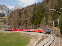 A Ge 4/4<sup>III</sup> 651 <q>Glacier on Tour</q> egy St. Moritz - Chur REX-szel Muot s Bergn kztt a vonalkifejts msodik szintjn