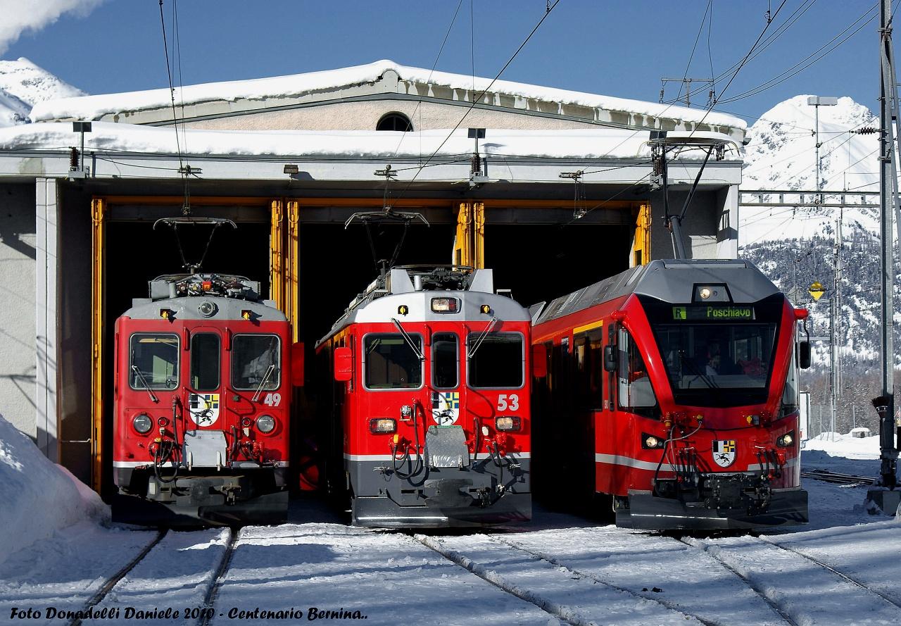 A Berninabahn motorkocsijainak három generációja Poschiavo fűtőházában fotó