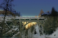 The RhB G 4/5 108 historic steam locomotive on the Val Tuoi-Viadukt by Guarda